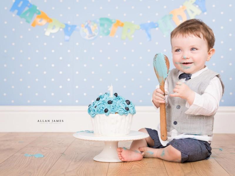 Cake Smash photographer South Wales Bridgend Porthcawl Cowbridge