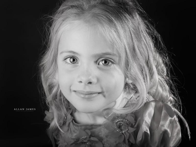 Girl-Black-&-White-Headshot-Cardiff-Cowbridge-photographer