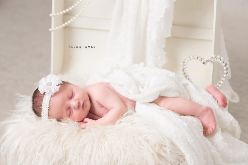 Newborn-baby-photographer-Neath-port-Talbot-pontyclun-Cowbridge-Bridgend-Cardiff-Swansea