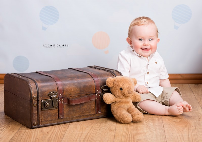Toddler-Sitter-session-photography-Bridgend-South-Wales-photographer-Allan-James