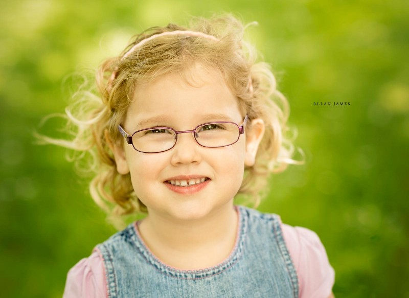beauty-glasses-smile-neath-photographer (1)