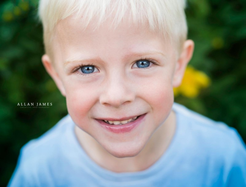 children-photographer-bridgend-blue-eyes