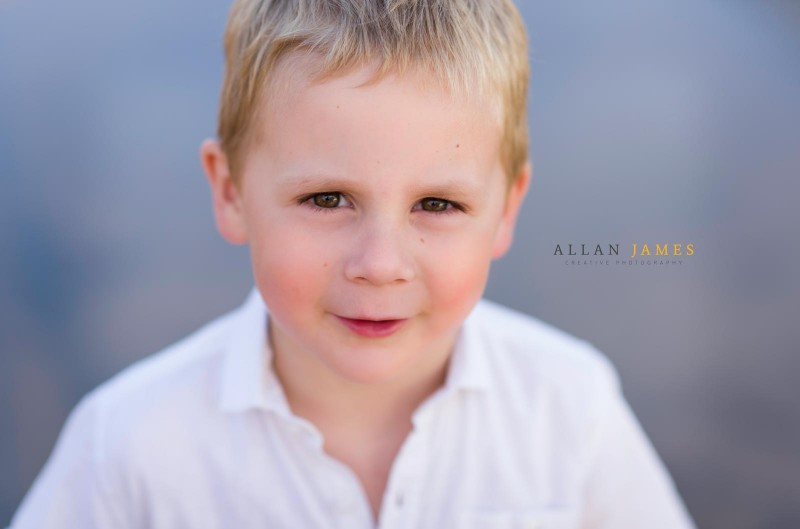 nikon-brown-eyes-blond-boy-bokeh